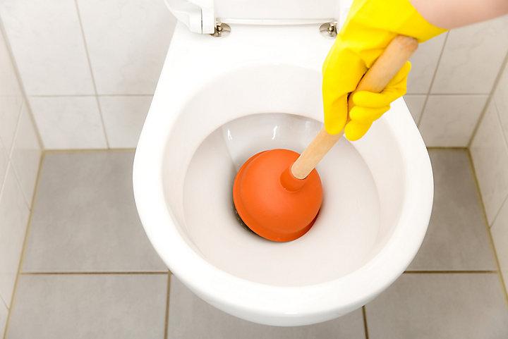 Comment déboucher ses toilettes en 2 minutes ?