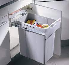 Installez une poubelle coulissante dans votre cuisine